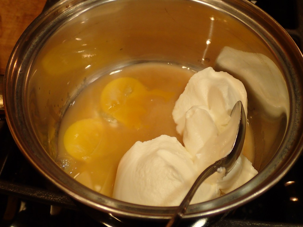 Stir sour cream, egg yolks and vinegar together